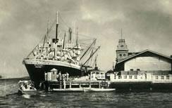 Barco atracando en Puerto Cabello
